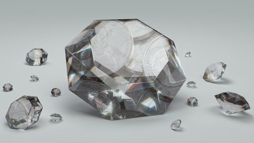 Silbermünzen in Diamanten verschmolzen