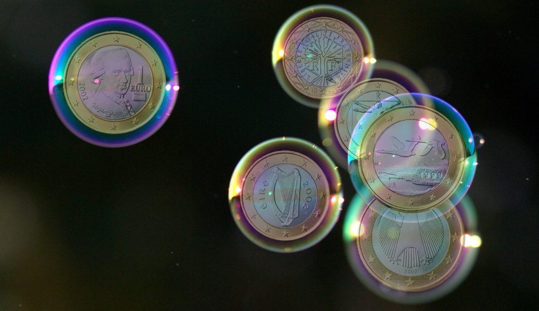 Chemische Reinigung von Münzen - Münzen in Seifenblasen
