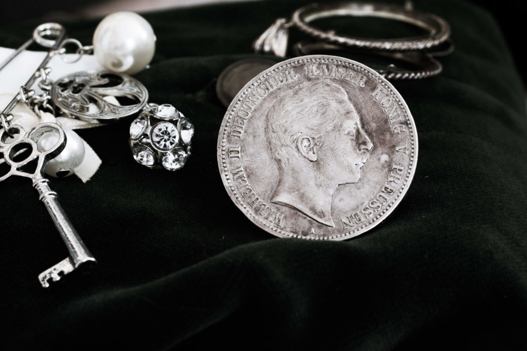 Silbermuenze Kaiser Wilhelm auf Tuch